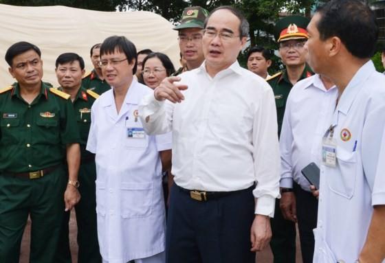 Lãnh đạo TPHCM thăm các gia đình liệt sĩ, thương bệnh binh nặng ảnh 4