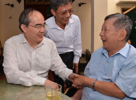 Lãnh đạo TPHCM thăm các gia đình liệt sĩ, thương bệnh binh nặng ảnh 2