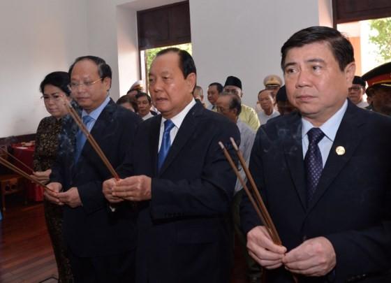 Dâng hương tưởng nhớ Chủ tịch Hồ Chí Minh và Chủ tịch Tôn Đức Thắng ảnh 1