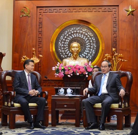 Bí thư Thành ủy TPHCM Nguyễn Thiện Nhân tiếp Chủ tịch Liên đoàn Cờ vua thế giới ảnh 1