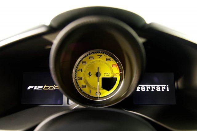 Vẻ đẹp của chiếc Ferrari F12tdf có giá bán siêu đắt đỏ trên thế giới, giá từ 31,8 tỷ Đồng - Ảnh 19.
