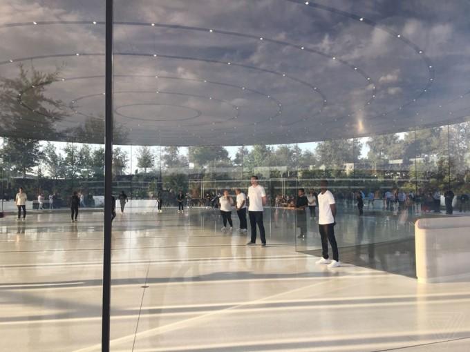 iPhone 8/8 Plus và iPhone X chính thức được ra mắt ảnh 120