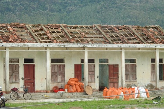 Quang Binh province destroyed after storm ảnh 1