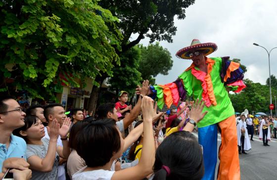 Int'l Carnival at walking street, Hanoi lures visitors ảnh 4