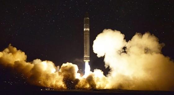 N. Korea reveals photos of Hwasong-15 ICBM ảnh 3