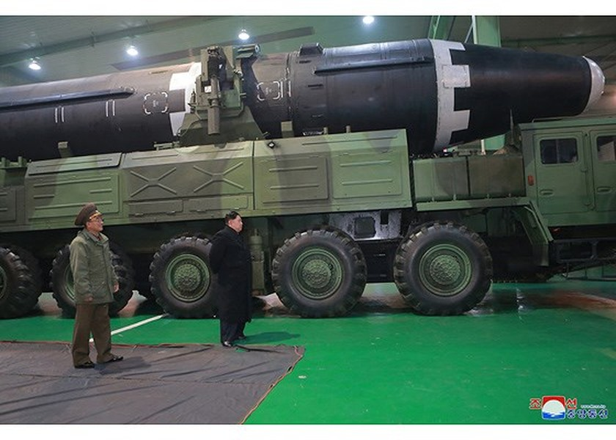 N. Korea reveals photos of Hwasong-15 ICBM ảnh 4