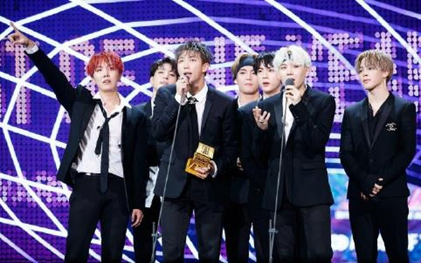 BTS wins Artist of the Year at MAMA for second year ảnh 1