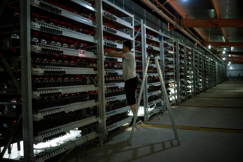 """""""Nhà máy"""" bitcoin lớn nhất thế giới tại Trung Quốc ảnh 1"""