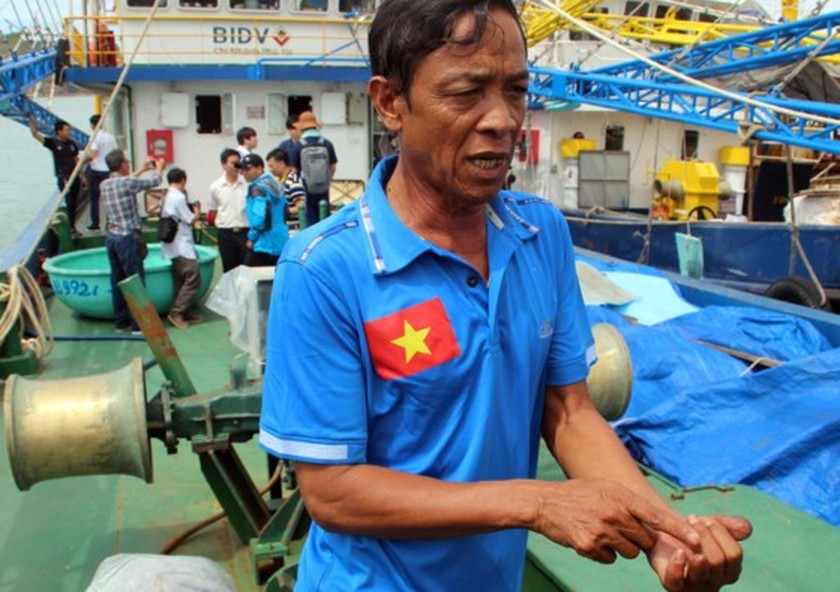 Korean experts examine damaged fishing boats in central Vietnam ảnh 1