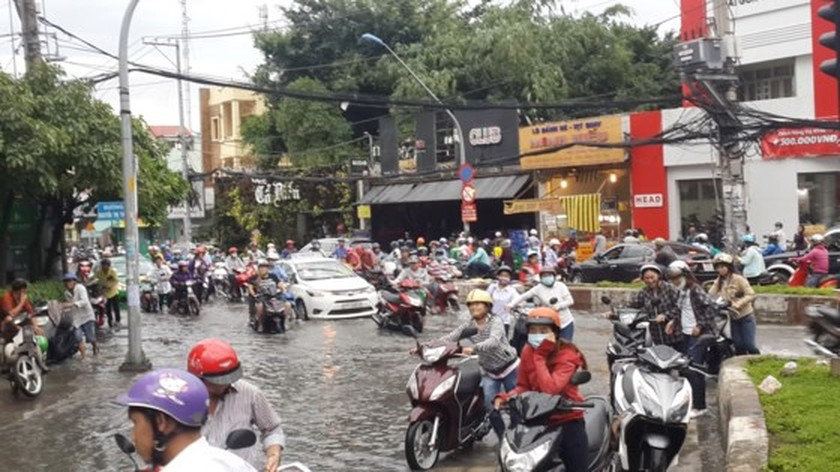 Heavy rains continue drenching parts of HCMC until weekend ảnh 2