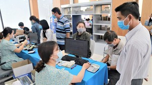 New students are paying tuition fee for the academic year of 2020 in HCMC University of Food Industry.